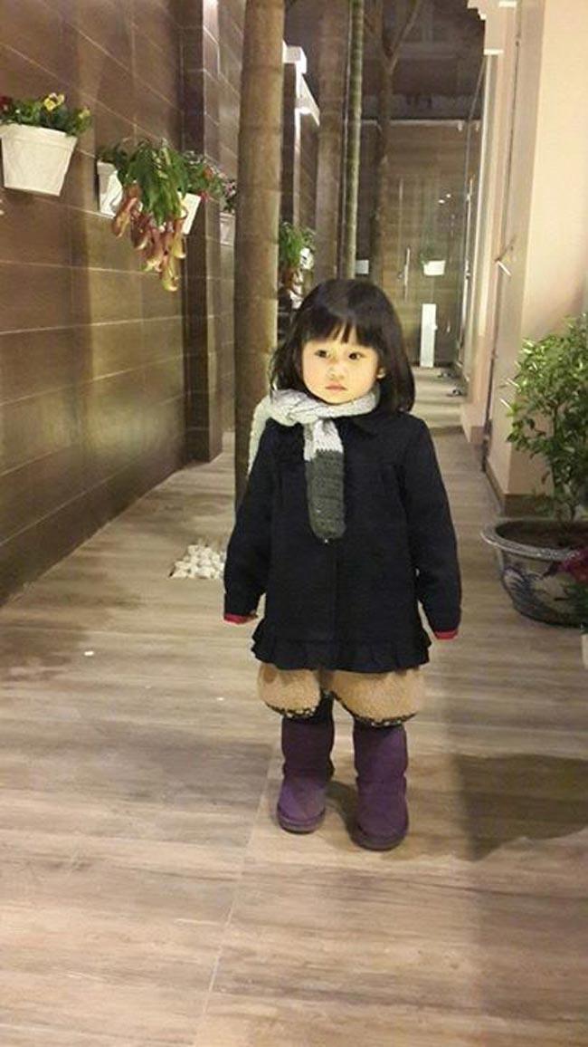 Cô con gái đầu lòng của nam diễn viên phim 'Lập trình trái tim' -Minh Tiệp- và người đẹp Phạm Thùy Dương chào đời ngày 6/12/2011 và có tên khai sinh là Nguyễn Phạm Minh Thùy - ghép từ họ và tên đệm của hai bố mẹ.