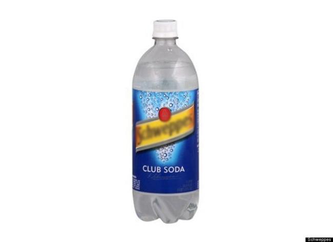 10. Soda  Sử dụng nước soda để làm sạch vết bẩn dính trên vải và thảm trải sàn. Soda cũng là nguyên liệu tuyệt vời để làm sạch chảo gang của bạn. Chỉ cần đổ một ít nước soda vào chảo gang còn nóng khi vừa nấu xong và để nó làm nên điều kỳ diệu cho bạn.