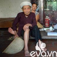Xót xa mẹ già 80 tuổi nuôi con tâm thần