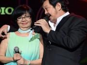 Làng sao sony - Vợ chồng Nguyễn Chánh Tín tình cảm trên sân khấu