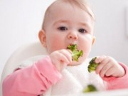 """Làm mẹ - 7 cột mốc trong """"sự nghiệp"""" ăn uống của bé"""