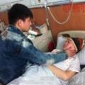 Chuyện lạ - TQ: Chàng trai bỏ việc chăm sóc bạn gái bị ung thư