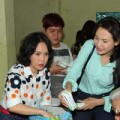 Xem & Đọc - Việt Hương, Trương Hải Vân giản dị đi từ thiện