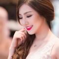 Mỹ phẩm - Khó rời mắt khi các hot girl Việt làm cô dâu