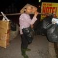 Tin tức - Chuyện của những người phụ nữ lên thành phố bới rác