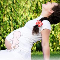 8 tuần, thai nhi đã biết nhào lộn trong bụng mẹ
