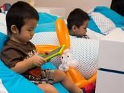 """Làm mẹ - Trẻ mê đồ công nghệ: cha mẹ nên 'vẽ đường cho hươu chạy"""" đúng"""
