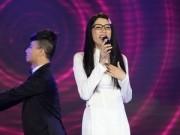 """Làng sao - Trang Trần hát sai lời Mắt nai cha cha cha gây """"sốc"""""""