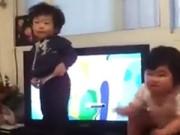 Làm mẹ - Cười 'nghiêng ngả' với hai bé Hàn nhảy siêu 'cute'