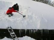Tin tức - Thời khắc thập tử nhất sinh của người mẹ bị 'tuyết chôn vùi'