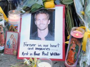 Fan tưởng nhớ 1 năm ngày mất của Paul Walker