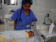 Y tế - Đi vệ sinh ở chỗ làm, sản phụ đẻ rơi con xuống bồn cầu