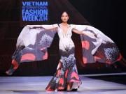 Sự kiện thời trang - Hoa bướm rập rờn trên sàn diễn thời trang Việt