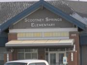 Tin nóng trong ngày - Mỹ: Giáo viên bắt học sinh lớp 3 dùng tay thông toilet