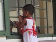 Người mẹ cùng tình nhân đánh con gái 4 tuổi hầu tòa