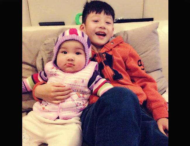 Không khó để nhận ra, sau khi sở hữu cậu con trai Bảo Nam - vốn được coi là hotboy nhí của showbiz Việt, Jennifer Phạm tiếp tục khiến nhiều người ngưỡng mộ khi con gái thứ 2, bé Na cũng ngày một đáng yêu.