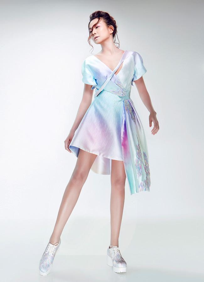 Thanh Hằng khoe hình thể đầy sức sống trong một thiết kế váy đầm trẻ trung