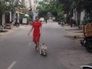 Làng sao - Lâm Chi Khanh mặt mộc dạo phố cùng cún cưng