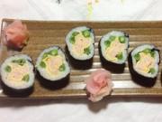 Bếp Eva - Làm cơm cuộn hình bông hoa không khó