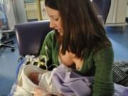 Mang thai 1-3 tháng - Nghẹt thở đón con 25 tuần thai chào đời