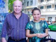 Làng sao - Thu Minh vác bụng bầu 4 tháng đến mừng Trang Pháp