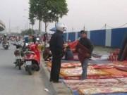 Tin tức - HN: Phạt người dừng xe lòng đường, vỉa hè mua bán hàng hóa