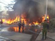 Tin tức - Cháy kho phế liệu, nhiều người hoảng loạn