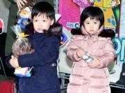 Làng sao - Cặp sinh đôi của nàng Dae Jang Geum đi tiệc cùng mẹ