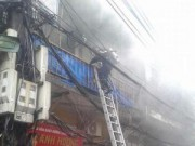 Tin tức - HN: Cháy lớn nhà 4 tầng ở phố cổ, khói bao trùm cả phố