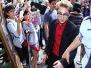 Làng sao - Sơn Tùng M-TP bị fan vây kín tại sự kiện