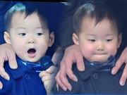 """Làng sao - Cặp sinh ba nhà """"Ju-mông"""" náo loạn lễ trao giải"""