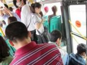Tin tức - Nữ sinh nói gì về nạn quấy rối trên xe buýt?