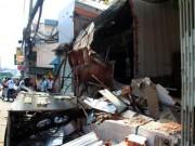 Tin tức - TPHCM: Xe chở rác mất lái tông sập 3 nhà dân