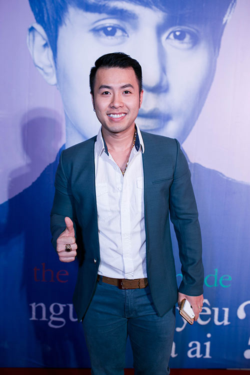 Ngay khi trở về Việt Nam, Akira Phan đã có mặt tại buổi công chiếu ra mắt  bộ phim Hàn Quốc Người yêu tôi là ai.