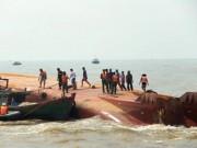 Tin tức - Vụ lật tàu: Tiếp tục tìm kiếm 2 thuyền viên mất tích