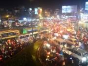 """Tin trong nước - Sân bay Tân Sơn Nhất """"tê liệt"""" vì mưa giông"""