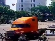 """Tin tức - Video tổng hợp: """"Xe điên"""" gây hàng loạt vụ tai nạn thảm khốc"""