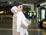 Làng sao - Con gái Xuân Lan đáng yêu ngủ trên vai mẹ