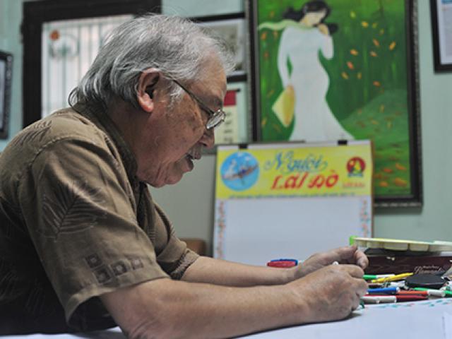 Gặp người hơn 20 năm vẽ báo tường ngày 20/11
