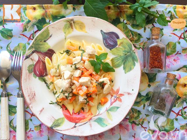 Mỳ nui sốt gà bơ và rau củ siêu hấp dẫn