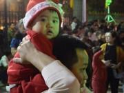 ' Ông già Noel nhí '  xuống phố đón Giáng sinh