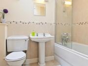 Nhà đẹp - Đánh bật mọi vết bẩn trong nhà tắm chỉ trong 10 phút