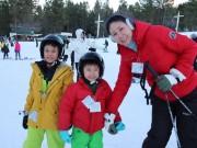 Làng sao - HH Hà Kiều Anh đi trượt tuyết sau 2 tháng sinh con