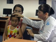 Tin tức - Bé 4 tuổi phải mổ mắt 3 lần vì dị vật di chuyển