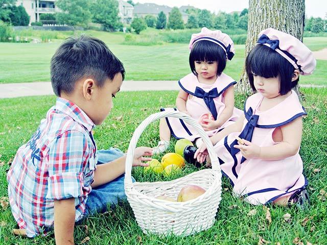 Tan chảy với 3 nhóc tì đẹp như búp bê nhà MC Huyền Ny