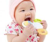 Lợi - hại khi dùng miếng cắn răng cho bé