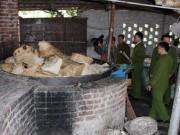 Mua sắm - Giá cả - Hà Nội: Bắt gần 100 tấn mỡ bẩn chứa trong 2.000 bao tải