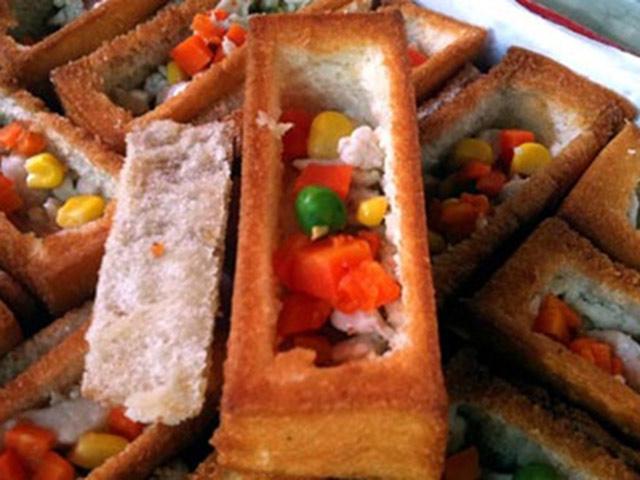 Bánh mì quan tài đang gây sốt ở Đài Loan: Vừa ăn vừa sợ