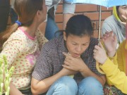 Tin tức - Thi thể bé 8 tuổi bị cuốn xuống cống đầy vết trầy xước khiến ai cũng xót xa