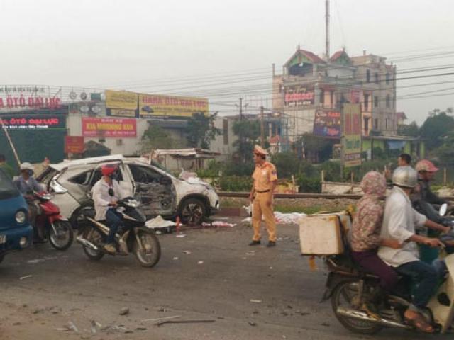 Hà Nội: Tai nạn đường sắt kinh hoàng, 7 người thương vong